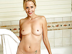 Payton leigh lets anilos.com join her for a steamy bubble bath