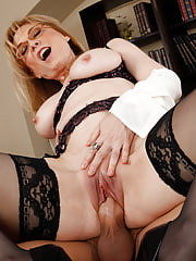 Hardcore Office, Nina Hartley